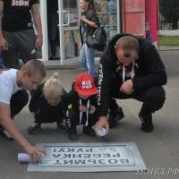 Шлеменко вместе со своими детьми сделали пешеходные переходы в Омске безопаснее