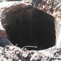 Строители обнаружили в центре Омска загадочный колодец