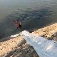 Омичи устроили самодельный аквапарк на Иртыше