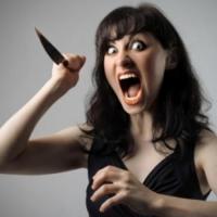 40-летняя омичка напала на знакомого с ножом