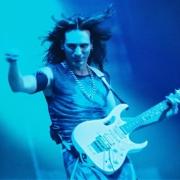 В Омске снова выступит гитарист-легенда Стив Вай