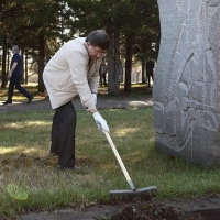 Двораковский и омские депутаты приняли участие в общегородском субботнике