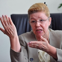 Мизулина осталась сенатором от Омской области
