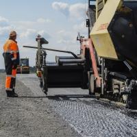 На неделю раньше начали ремонтировать федеральные дороги в Омской области