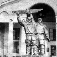 В Омске восстановят памятник пилоту и технику