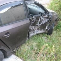 Омич украл машину приятеля и въехал на ней в столб