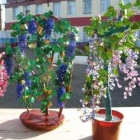Омские заключенные создали из бисера сакуру, яблоню и виноград