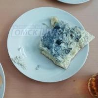 Омичи обсудили в соцсети синий школьный омлет