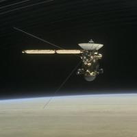 NASA: с борта Cassini пришли цветные фото Сатурна