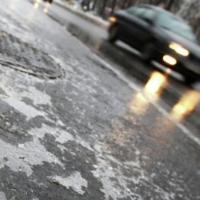 Госавтоинспекция предупреждает омских автолюбителей о гололеде