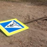Омич не донес до цветмета дорожный знак «Пешеходный переход»