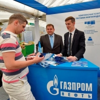 «Газпром нефть» поставляет топливо омским аграриям под ключ