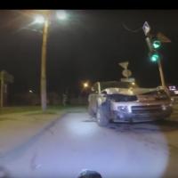 В Омске велосипедист с видеорегистратором снял последствия ДТП на Хмельницкого