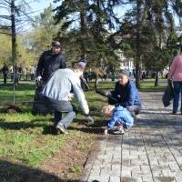 «Ростелеком» провел в Омске традиционный субботник на Аллее связистов