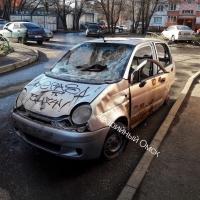 В Омске неизвестные уничтожили припаркованный на проезжей части Daewoo Matiz
