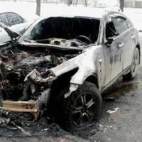 Ночью в Омске сгорел дорогой кроссовер