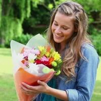 Почему женщины так сильно любят получать в подарок букеты цветов?