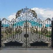 Кованые ворота – мир гармонии и красоты любого дома