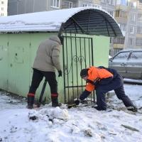 В Омске у дома на Нейбута снесли забор, который всем мешал