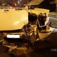 В Омске подростки на «шестерке» врезались в мусоровоз