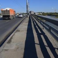 Прокуратура через суд обязала омскую мэрию провести диагностику изношенного моста