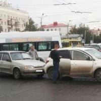 В центре Омска произошло тройное ДТП
