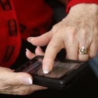 Омская пенсионерка одолжила у соседки мобильный и списала мошенникам все свои накопления