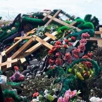 Омские кладбища завалены мусором