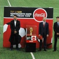 Кубок FIFA привезли в Омск в сейфе с охраной