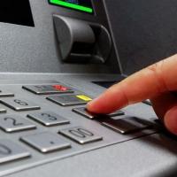 В Омске у банкоматов украли клавиатуры на 175 тысяч рублей