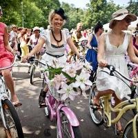 Омские велосипедистки проведут заезд в платьях и юбках