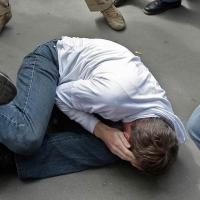 В Омске школьники ради забавы избили пьяного мужчину