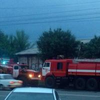 В Омске рано утром загорелся павильон с фейерверками