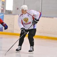 Ветераны омского хоккея сразятся с действующими игроками  в Ночной хоккейной лиге