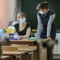 В Омске детсад и 4 школы закрыли на карантин