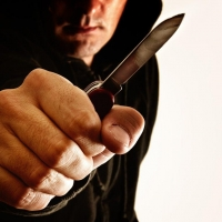 Омич напал с ножом на понятого, приняв его за коллектора