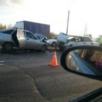 В лобовом ДТП около Ленинградского моста пострадала 2-летняя омичка