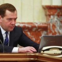 Неожиданные твиты Медведева стали темой дня в соцсетях