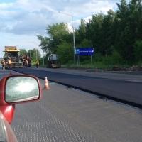 При ремонте дорог в Омске начали использовать щебень кубиками