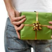 Что подарить малознакомому человеку?