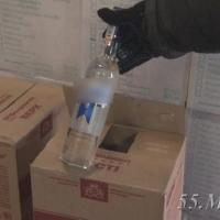 Омские полицейские изъяли у бизнесмена 20 тысяч бутылок нелегального алкоголя