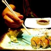 Как правильно есть суши?