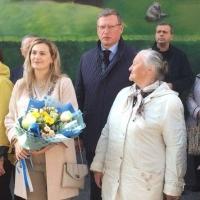 Губернатора Омской области заметили на линейке в школе