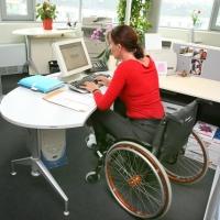 Омским работодателям увеличат размер компенсаций за рабочие места для инвалидов