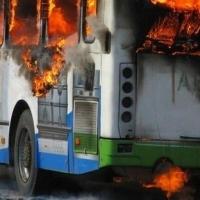Пожарные потушили огонь в пассажирском автобусе