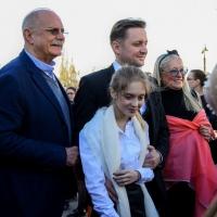 Артем Михалков встретился в Омске со своей семьей