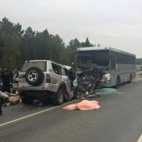 В результате  лобового столкновения автобуса и иномарки в Тюменской области пострадали омичи