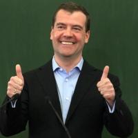 """Дмитрий Медведев одобрил омский """"Мир"""""""
