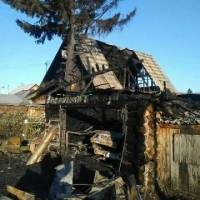 Семья врача-терапевта Тарской ЦРБ осталась без крыши над головой после пожара