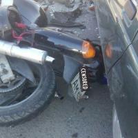 В Омске на улице 10 лет Октября разбился байкер